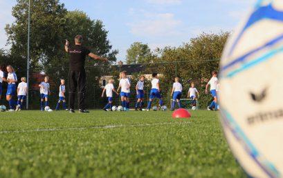 Ingezonden: Mees is uitgenodigd voor de voetbalschool van SC Heerenveen.